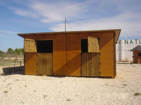 Cuadras de madera - Refugios de madera prefabricados ...