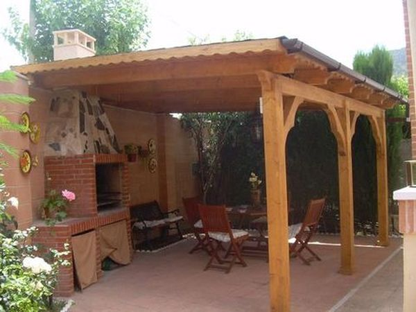 Pergolas de madera con barbacoa image for Decoracion barbacoas